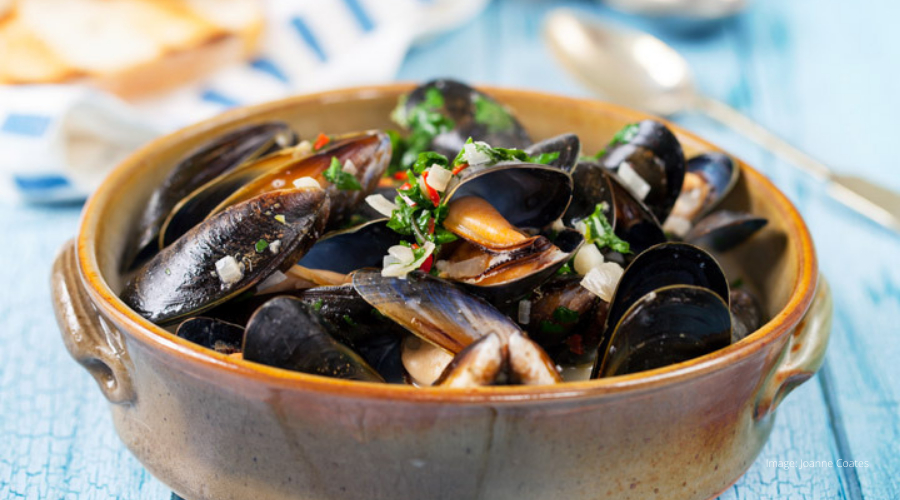 Mussels in Cider with Smoked Bacon