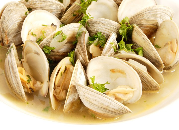 Roasted clams with garlic sauce